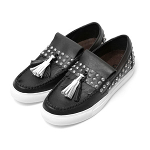 STUDDED RATIONA